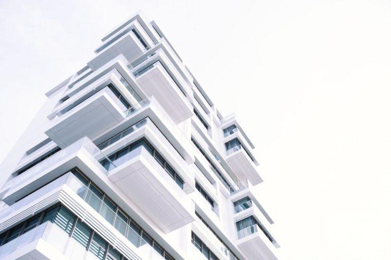 Jakie czynniki wpływają na ceny nieruchomości?