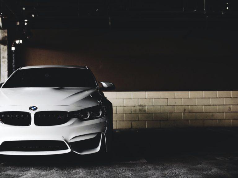 Najważniejsze cechy i zalety bezbarwnych lakierów samochodowych