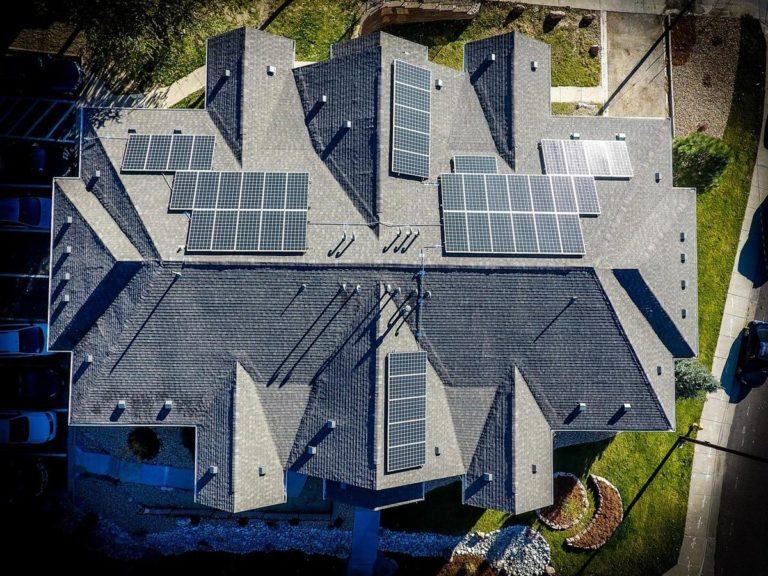Szybkie i skuteczne uszczelnianie dachów